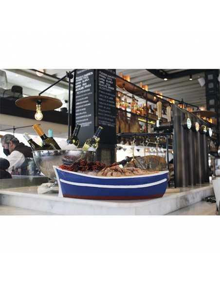 Original bandeja en forma de barca para pescados y mariscos en catering y eventos