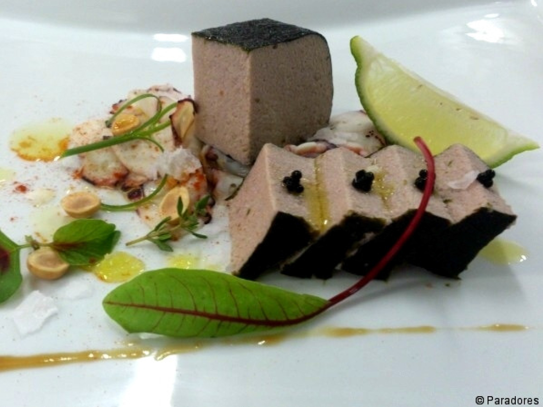 Paté de pulpo encontrado en alga y caviar de arenque