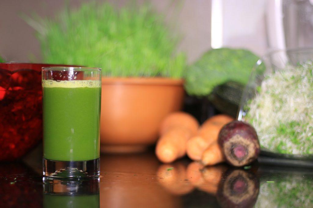 zumo de manzana con vegetales