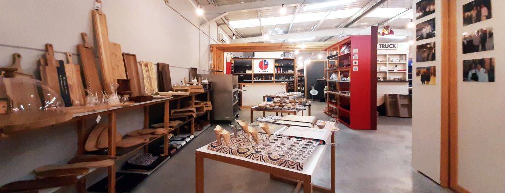 Zona de bandejas y catering en la exposición de Klimer
