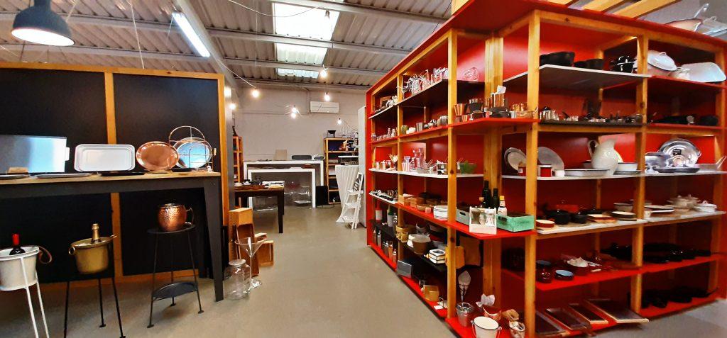 Zona de coctelería y emplatados originales en la exposición de Klimer